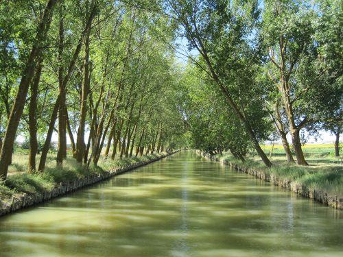 1200px-Canal_de_Castilla